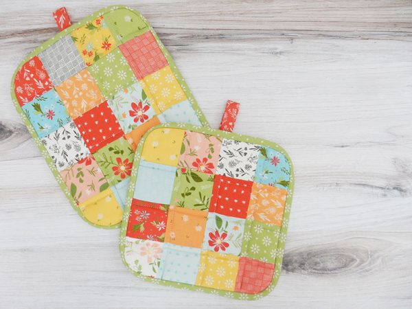 How to Make a Quilted Potholder featured by Top US Quilting Blog, A Quilting Life