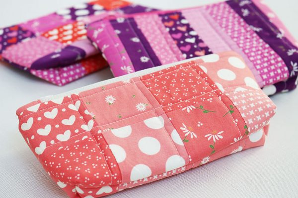 Simple Zipper Bags pattern featured by Top US Quilting Blog, A Quilting Life